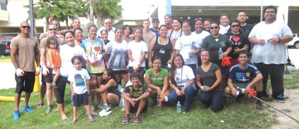 5-3-14-Volunteers-Help-Clea