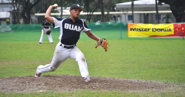 Josh_Sablan_delivers_a_pitch_in_the_top_of_the_4th_against_Saudi_Arabia.photo_by_Gerry_Cruz